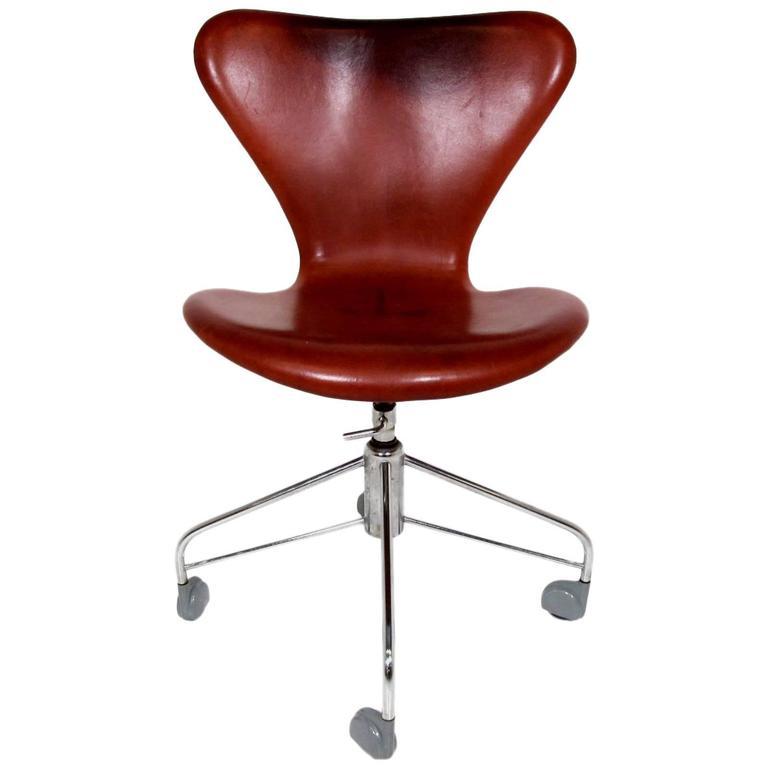 office chair cognac leather model 3117 by arne jacobsen. Black Bedroom Furniture Sets. Home Design Ideas