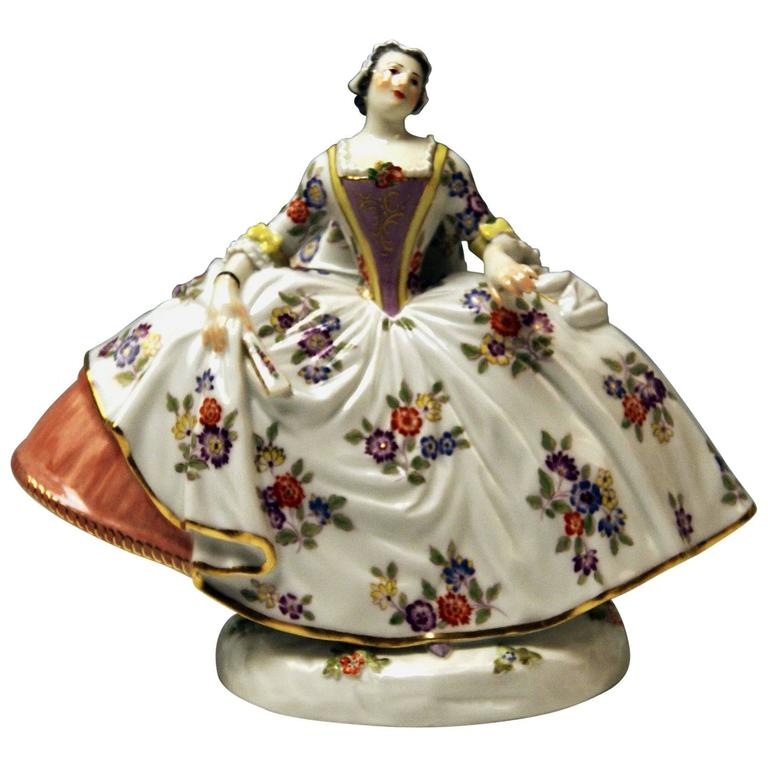 Meissen Kaendler Noble Lady Gallant Figurine Woman Model 550 Made 20th Century