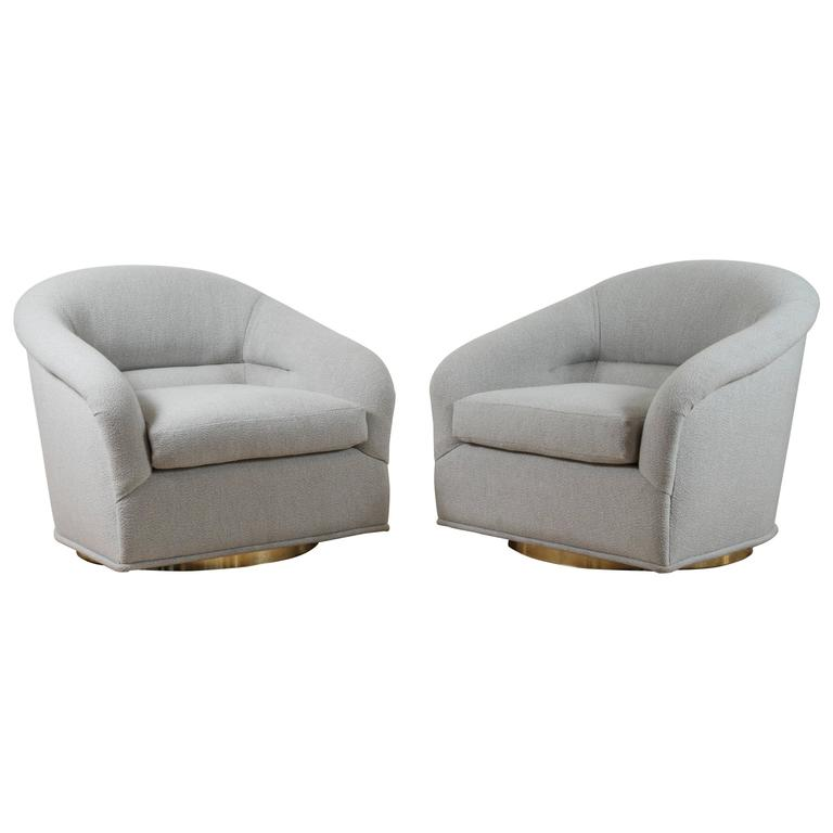 Superbe Pair Of Huxley Swivel Chairs By Lawson Fenning For Sale