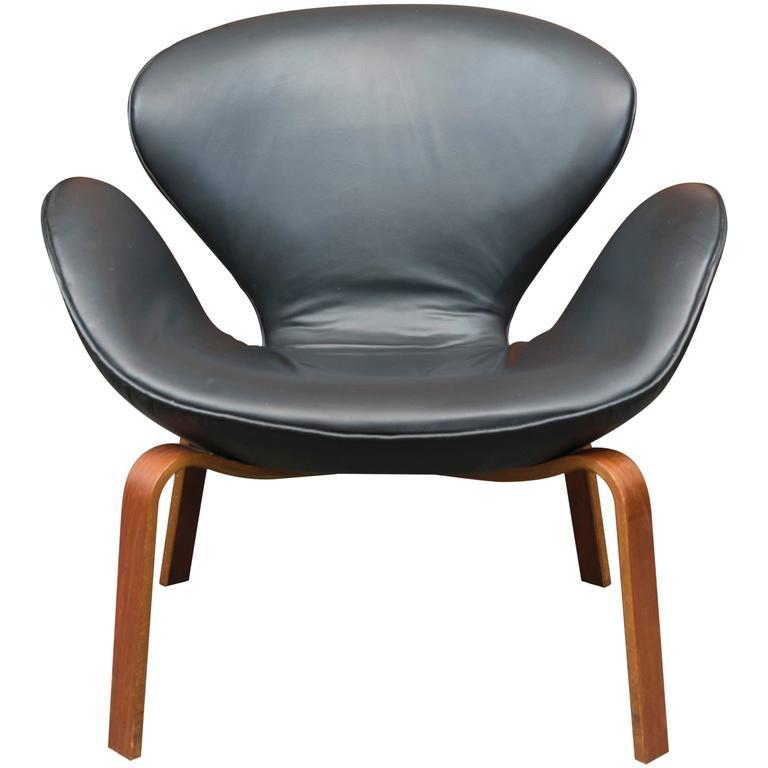 Arne Jacobsen Swan Chair 1