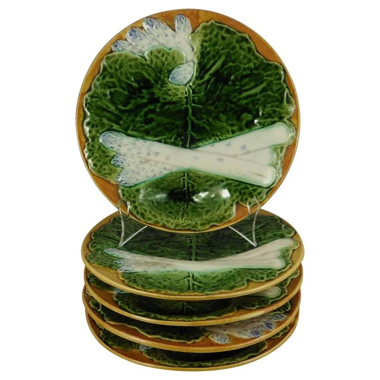 19th Century Majolica Asparagus Plate with Cabbage Leaves Creil & Montereau
