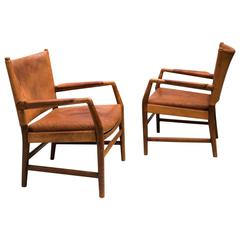 Pair of Early Easy Chairs by Hans Wegner in Oak and Original Patinated Leather
