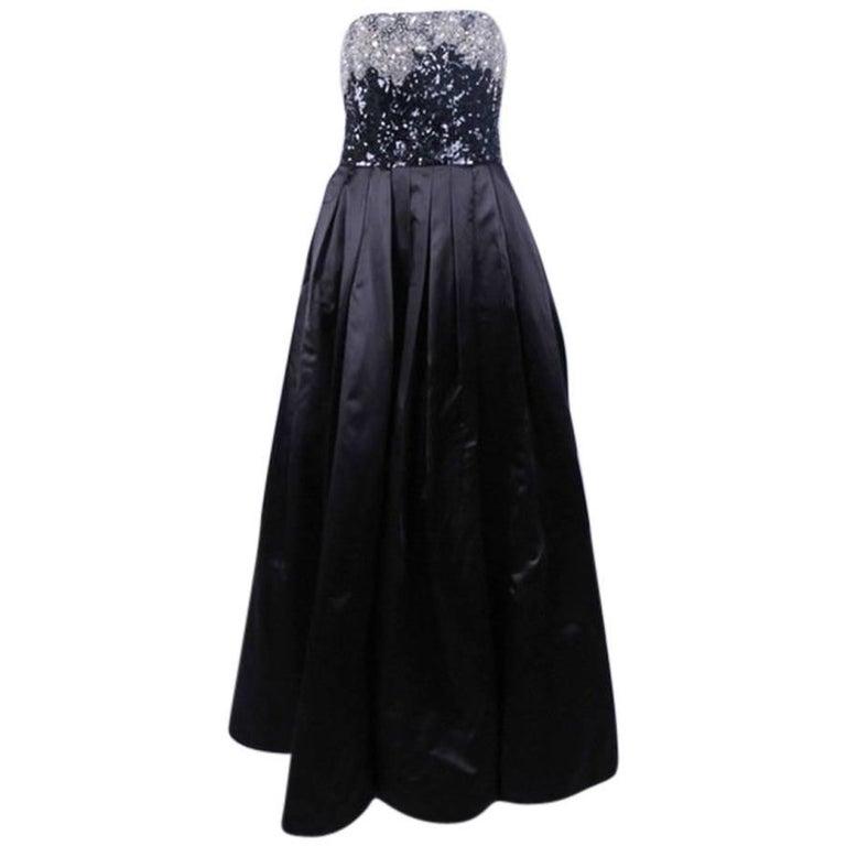 Amazingly Chic Oscar De La Renta Beaded Gown for Bergdof Goodman For Sale