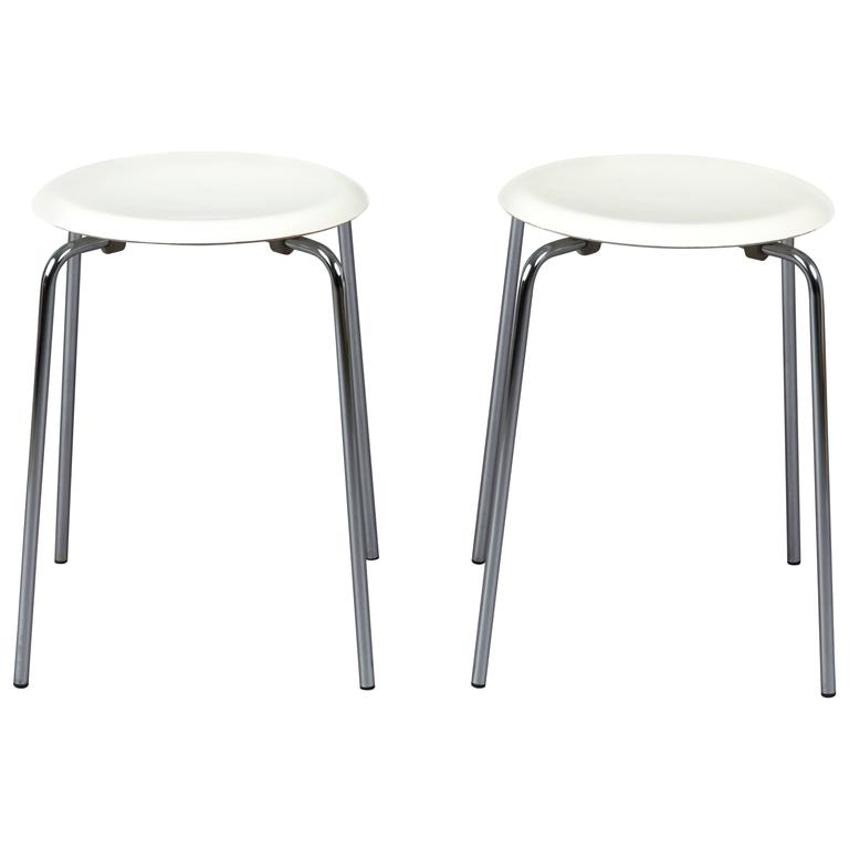 one Off-White DOTS OF ARNE JACOBSEN for Fritz Hansen, Produced in 1983