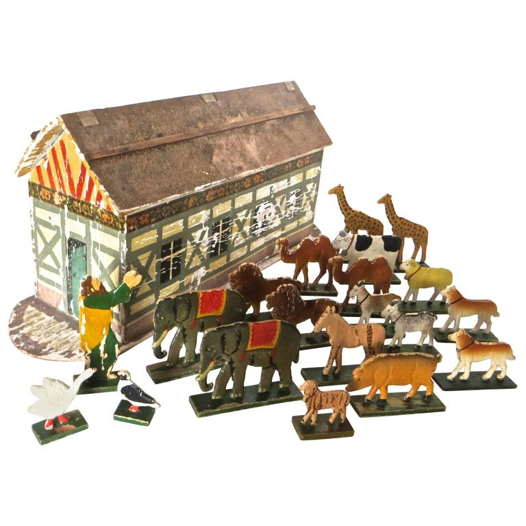 Late 19th Century Flat Bottom Toy Noah's Ark with 20 Animals, German