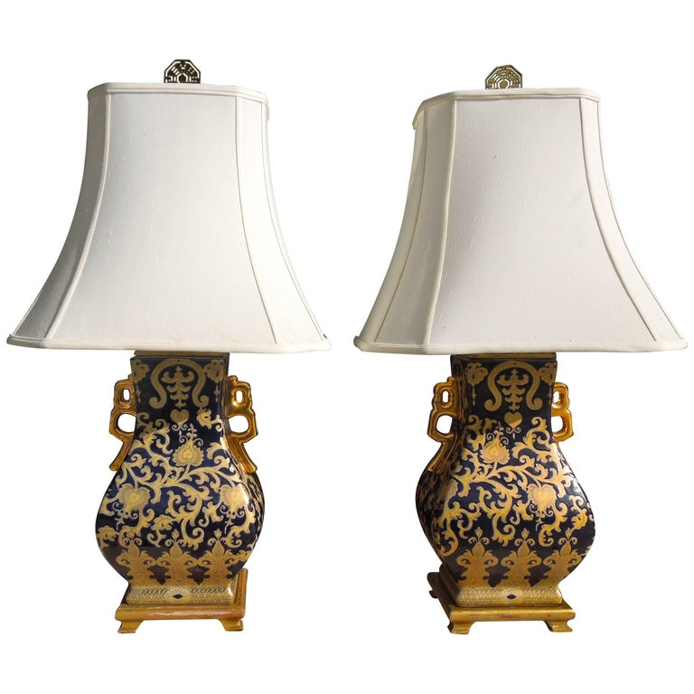 Pair of Chic Chinoiserie Navy and Gold Urn Lamps For Sale