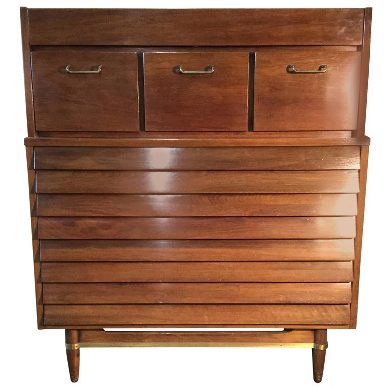 Classic Modernist Chest of Drawers or Dresser, American of Martinsville For Sale