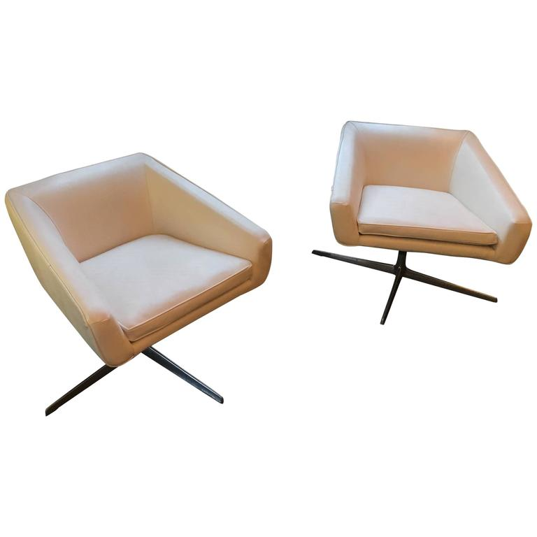 Iconic Style, Newly Upholstered in Crocodile Leatherette After Cassina or B & B For Sale