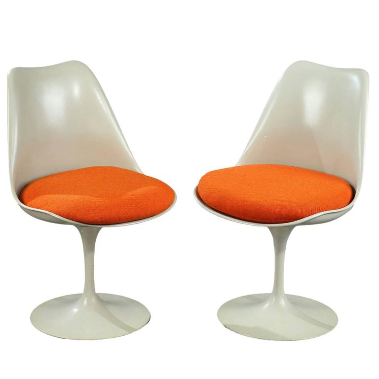 Mid 20th Century Pair Of Tulip Chairs By Eero Saarinen For
