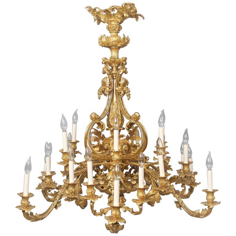 Fine Early 20th Century Gilt Bronze Twenty-Four Light Chandelier