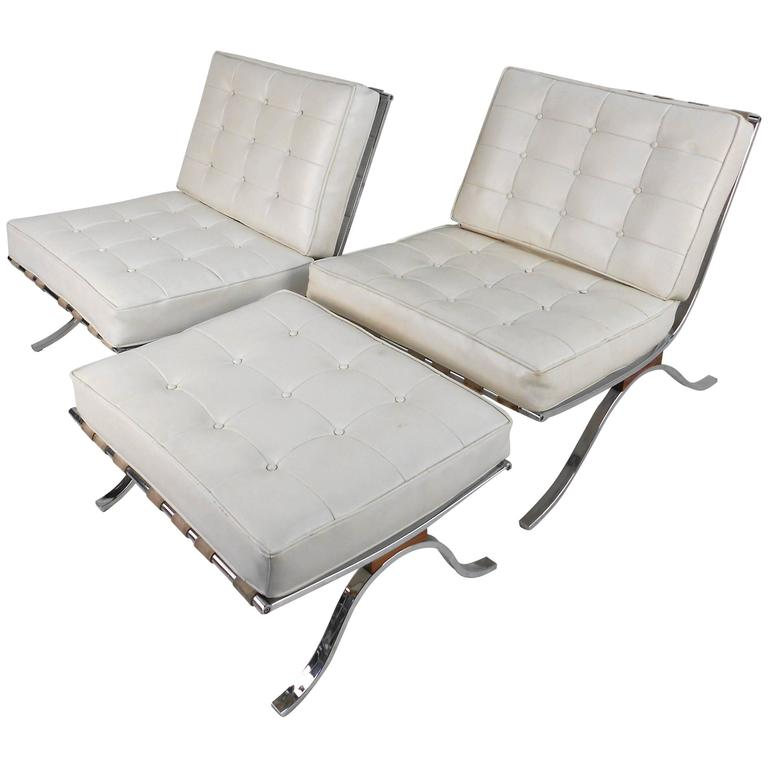 Pair Of Vintage Modern Barcelona Style Lounge Chairs By Selig For Sale