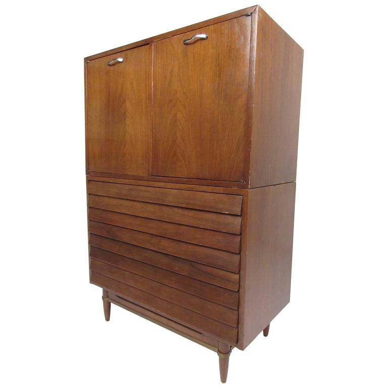 Mid-Century Modern Louvered Front Dresser by American of Martinsville