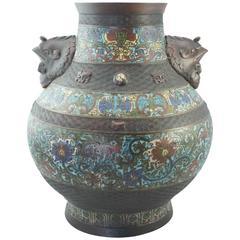 Chinesische Cloisonné-Vase mit Bronze-Dekor, Qing-Dynastie, 19. Jahrhundert
