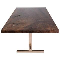 Moderner Esstisch aus Gussbronze mit Tischplatte aus Bastogne-Nussbaum_