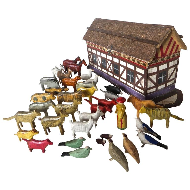 Late 19th Century Flat Bottom Toy Noah's Ark with 37 Animals, German, circa 1890