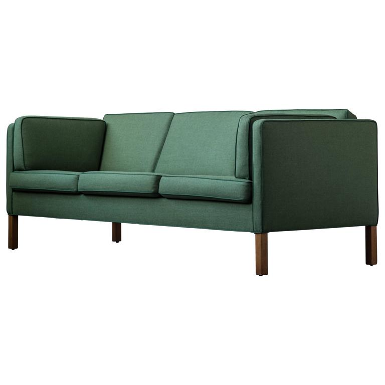 Børge Mogensen Sofa 2443 in Emerald Wool with Contrast Welt For Sale