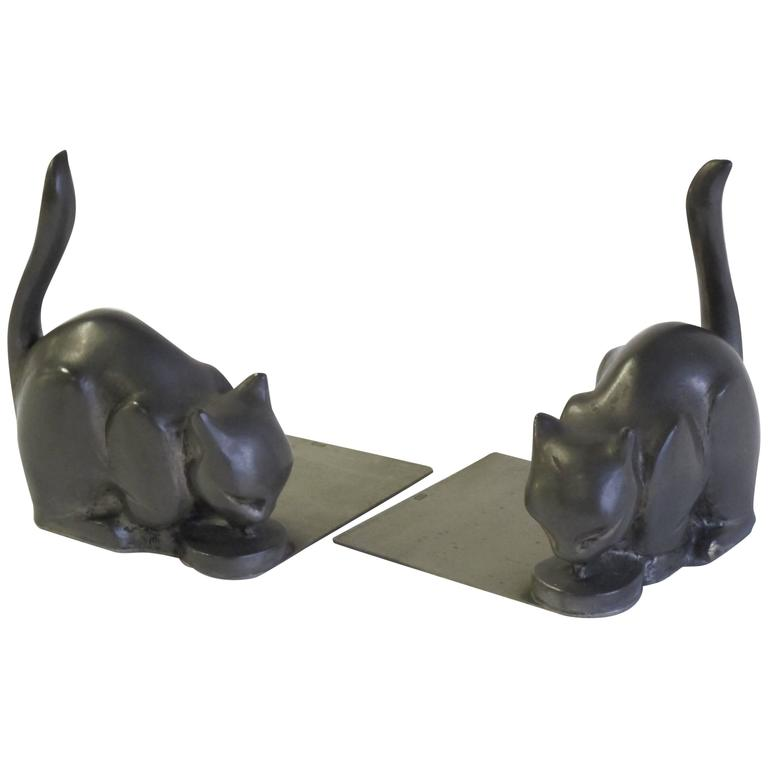 Two Art Deco Cat Bookends, designed by Chris van der Hoef for Gero, 1933 For Sale