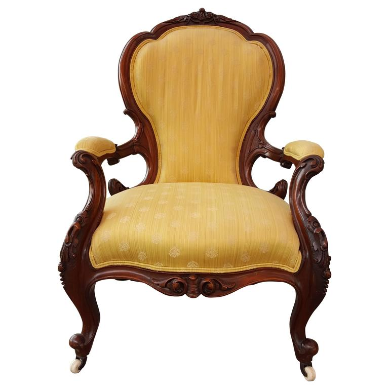 Charmant 19th Century Hand Carved Victorian Parlor Chair For Sale