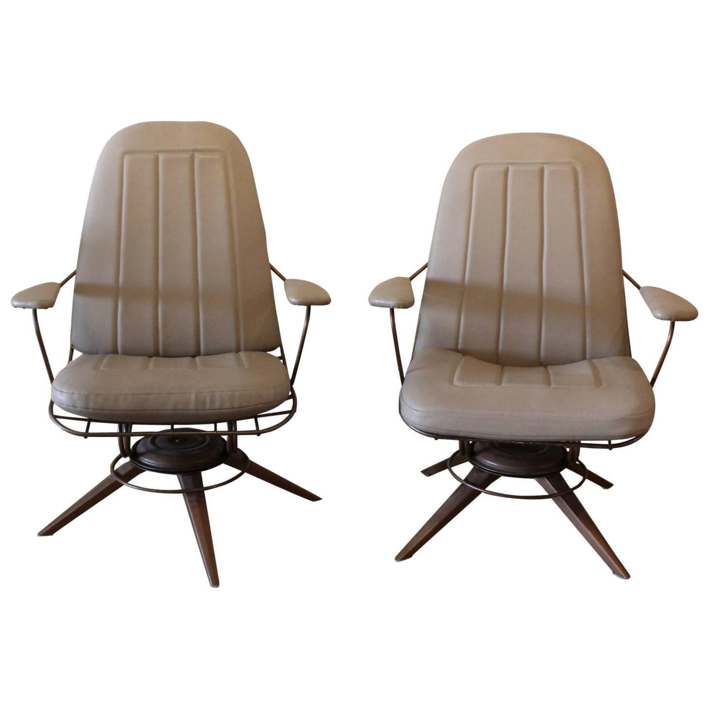 Attractive Mid Century Modern Homecrest Wire Deck Chairs