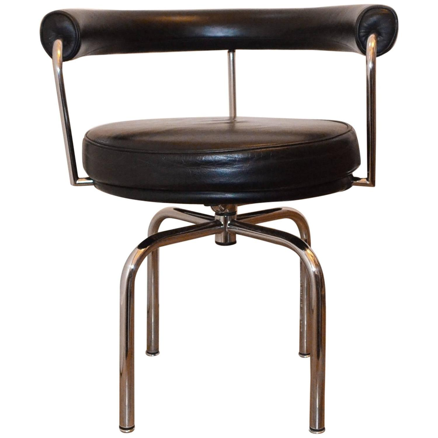 Black Leather Swivel Chair Cassina LC7 by Charlotte Perriand at