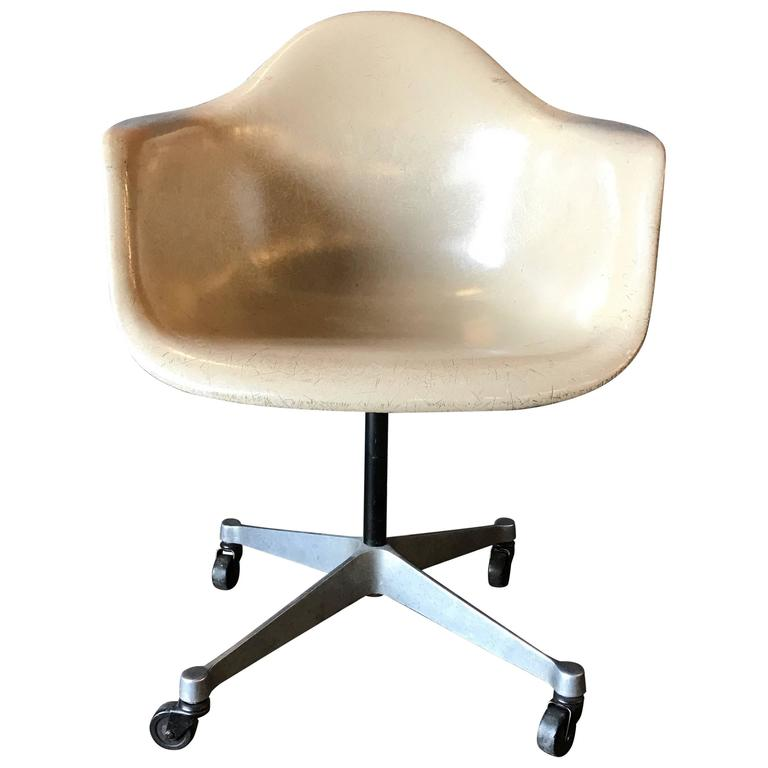 Eames For Herman Miller Armchair On Rare Rolling DAT Base For Sale