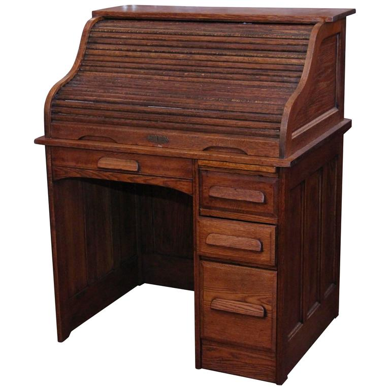 1880s Quarter Sawn Locking Oak Roll Top Desk With Right Side Pedestal And Key For