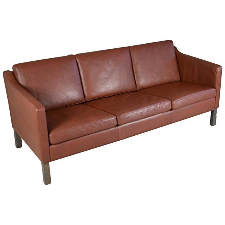 B rge mogensen style three seat brown leather sofa by polster m belfabrik at 1stdibs Sofa polster erneuern
