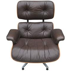 Gorgeous Herman Miller Eames 670 Lounge Chair in Brazilian Rosewood