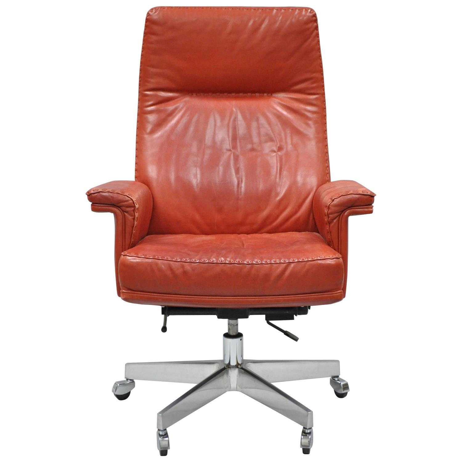 Tan leather office chair - Vintage De Sede Ds 35 Red Leather And Chrome Caster Executive Swivel Desk Chair For Sale At 1stdibs