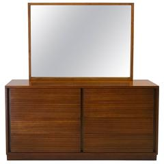 Very Fine Dovetailed Double Dresser and Mirror from Heritage Henredon
