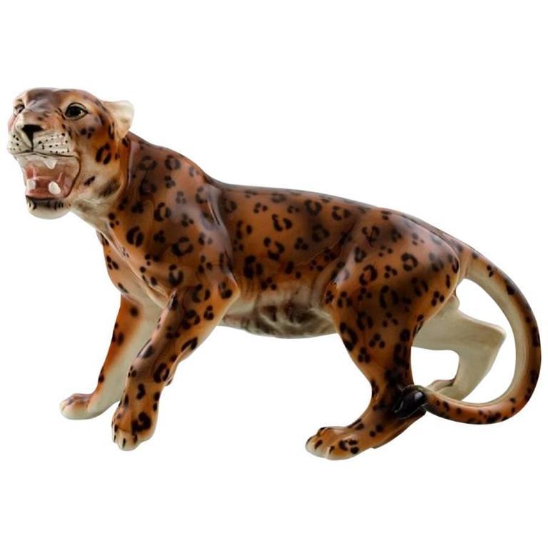 keramos vienna jaguar figure in porcelain beautiful figure circa 1940s for sale at 1stdibs. Black Bedroom Furniture Sets. Home Design Ideas