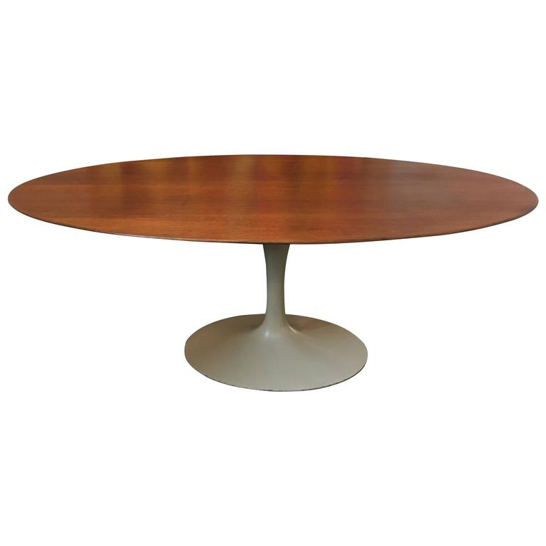 Oval 72 eero saarinen walnut pedestal tulip dining for Tulip dining table