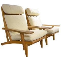 Beautiful Pair of Danish Modern Lounge Chairs Hans Wegner for GETAMA
