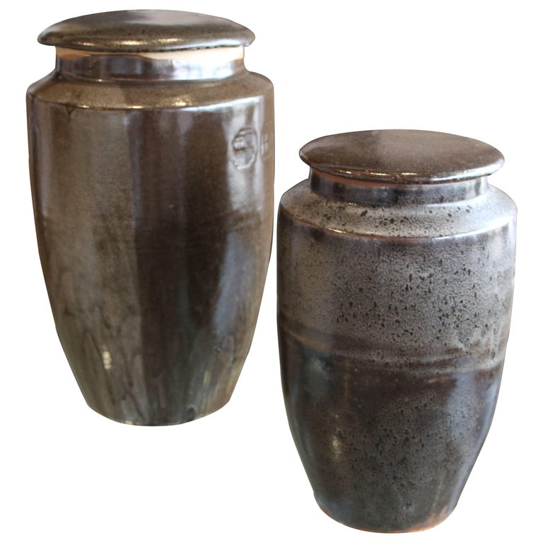 Two Steve Chase Retailed Stoneware Pottery Vessels For Sale