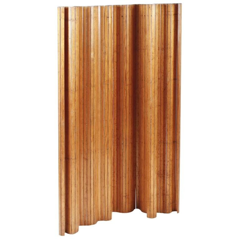 Alvar Alto's Renown Scandinavian Modern Pine Screen for Artek 1