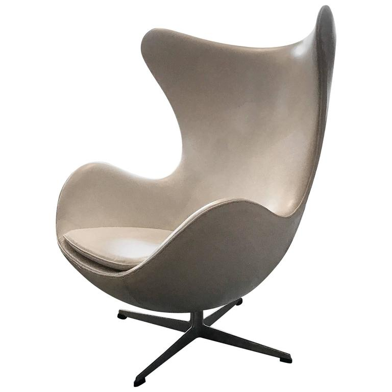 Vintage Arne Jacobsen Fritz Hansen White Leather Egg Chair For