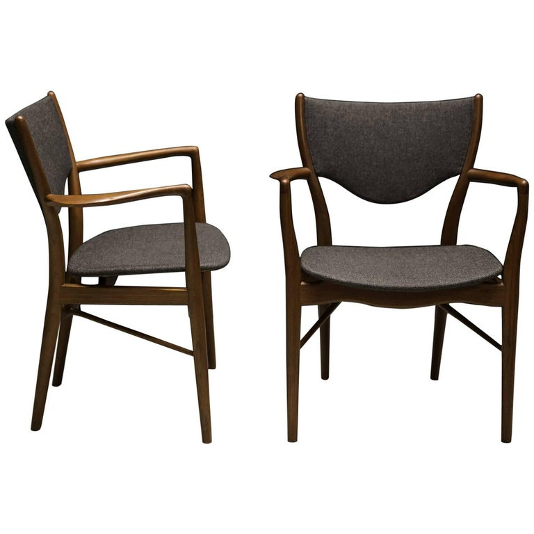 Pair of Finn Juhl BO-46 Chairs in Teak and Original Charcoal Wool Seats For Sale