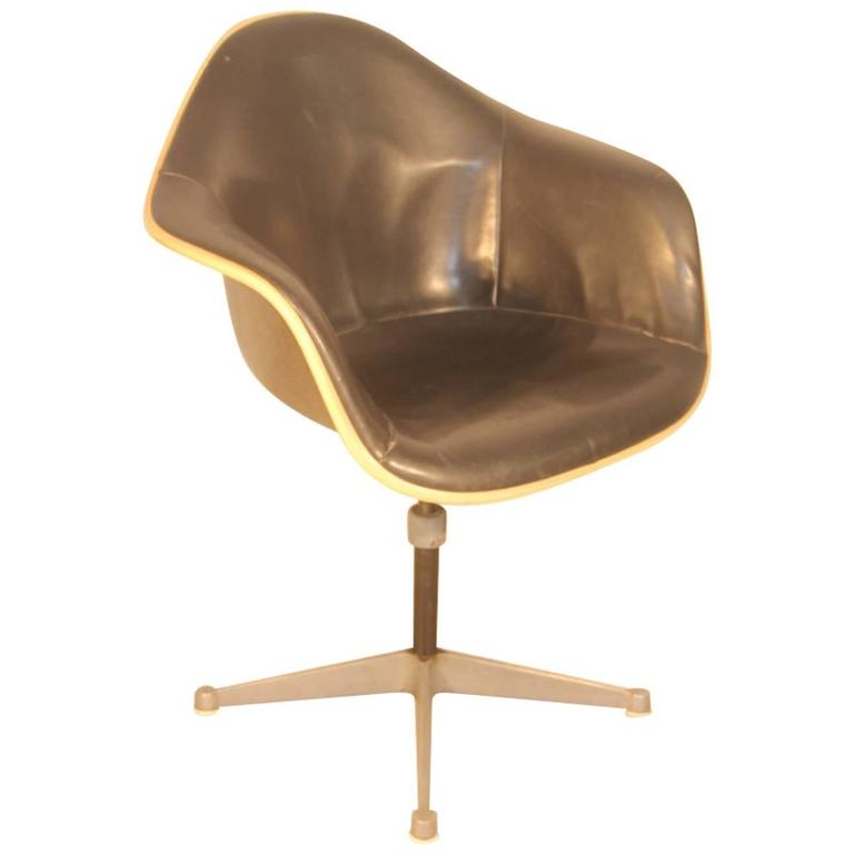 Resin Production Chair Herman Miller Design Ray U0026 Charles Eames For Sale