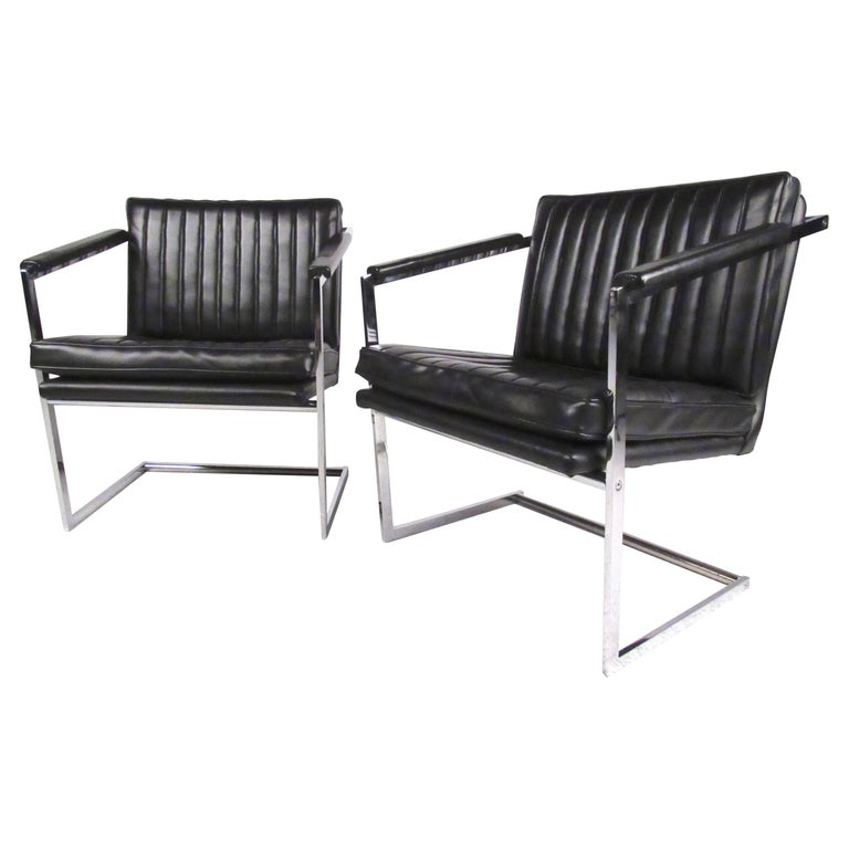 Pair of Mid-Century Modern Cantilevered Side Chairs For Sale