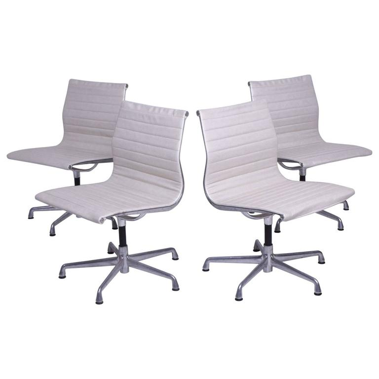 Early Aluminum Group Herman Miller Eames Chairs With Five Star Base For Sale