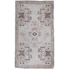 Muted Turkish Oushak Rug with Classic Oushak Design and Soft Colors