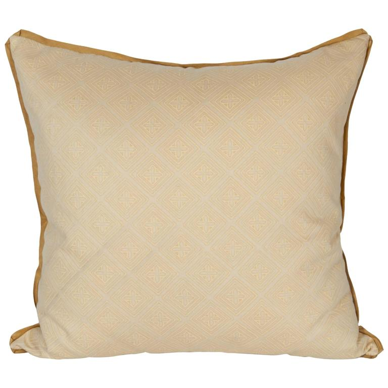 A Fortuny Fabric Cushion in the Jupon Pattern For Sale