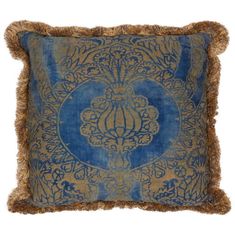 A Fortuny Fabric Cushion in the Nicolo Pattern 1
