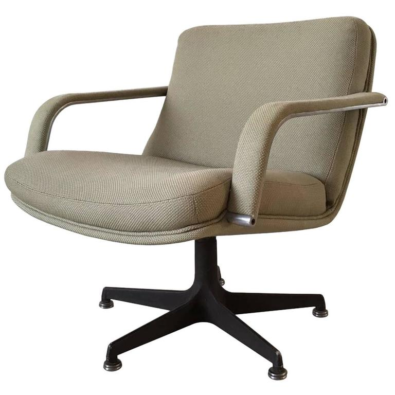 Iconic 1970s Design Swivel Chair From Artifort, Designed By Geoffrey  Harcourt