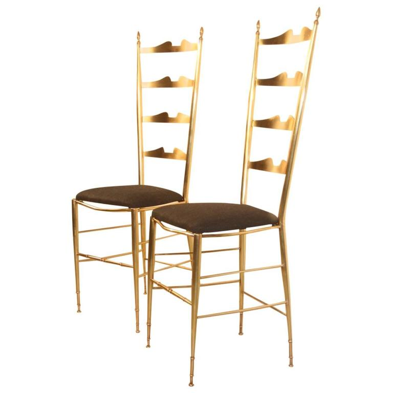 Pair of High-Backed Chairs in Contoured Brass Italian Design For Sale