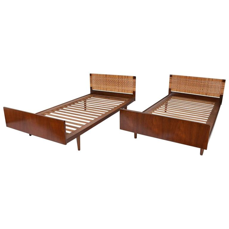 Modern twin bed Painted Pair Of Midcentury Modern Danish Twin Beds For Sale Midcentury Furniture Chicago Il Pair Of Midcentury Modern Danish Twin Beds For Sale At 1stdibs