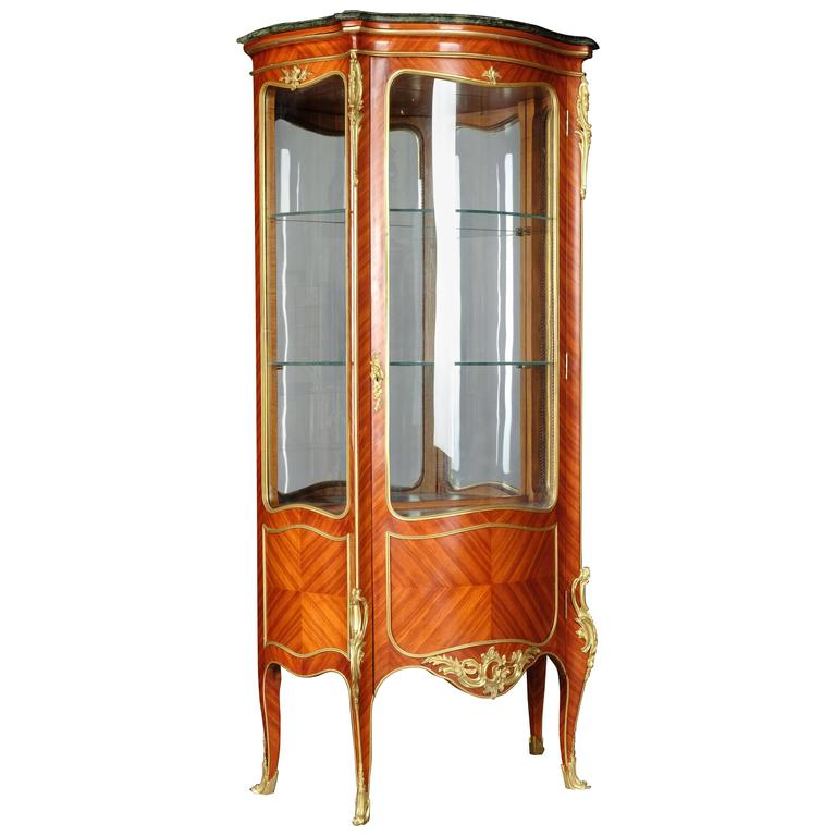 20th Century Louis XV Style White Salon Vitrine For Sale at 1stdibs