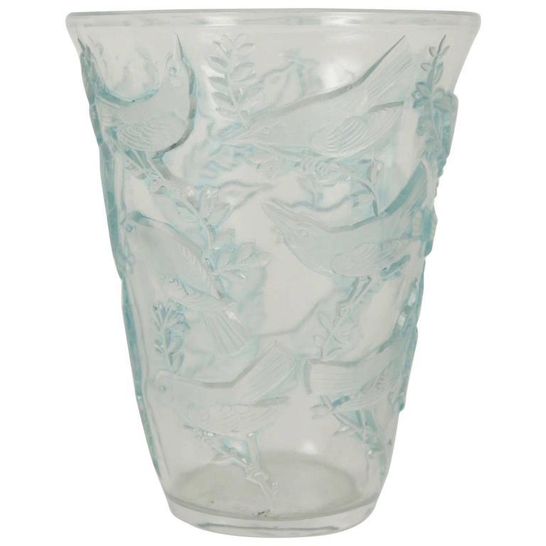 """René Lalique Vase """"Grives"""" For Sale"""