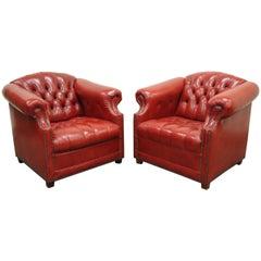 Ein Paar englische rote Chesterfield Stil getuftete Knopf Loungesessel