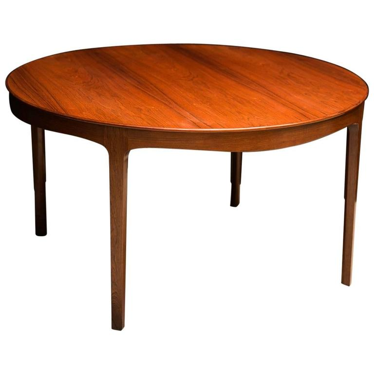 Ole Wanscher's Elegant Brazilian Rosewood Circular Sofa Table with Curved Apron  For Sale